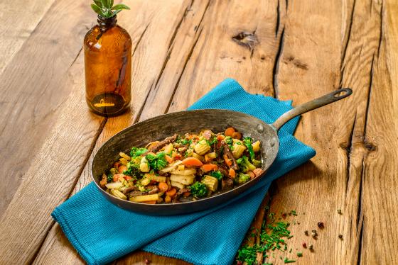 Amestec wok cu vita caramelizata in soia