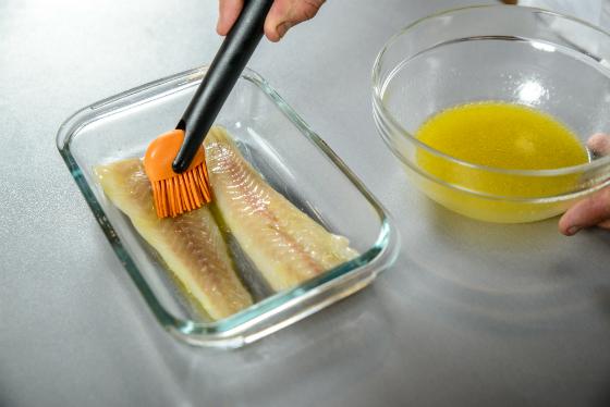File de cod Atlantic in crusta crocanta si iaurt grecesc