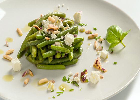 Salata de fasole verde cu vinaigrette de busuioc