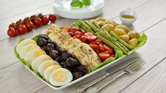 Salata Nicoise cu file de cod