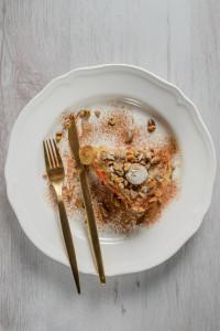Tort-baclava cu foi crocante, mere si morcovi baby