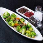 salata-asiatica-cu-broccoli-ciuperci-shitake-si-morcovi