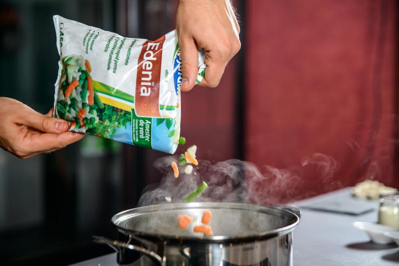 Supa crema de legume cu sfecla si crostini cu sfecla, feta si susa ( (2)