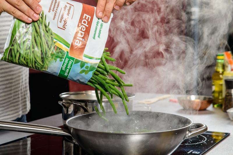 Cod pane cu mamaliga cu parmezan si fasole verde cu usturoi