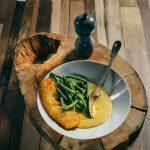 Cod pane cu mamaliga cu parmezan si fasole verde cu usturoi (8)