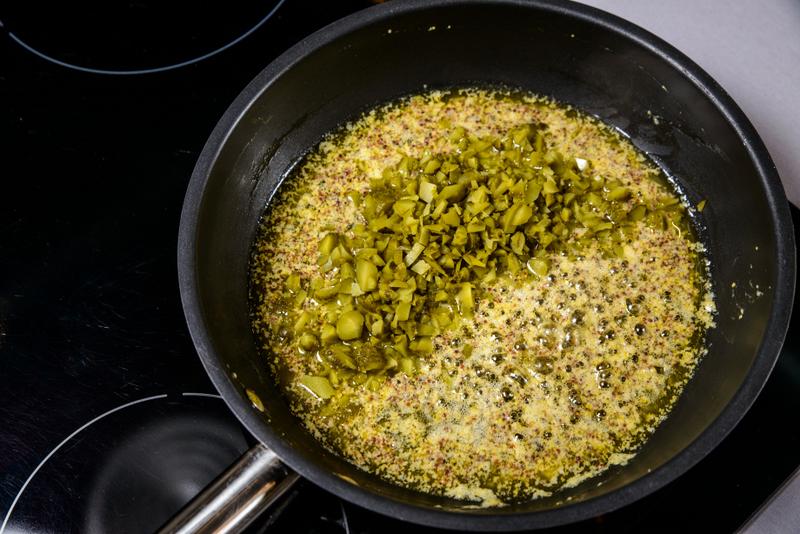 Snitel de porc cu sos de castraveti si ciuperci la cuptor (8)