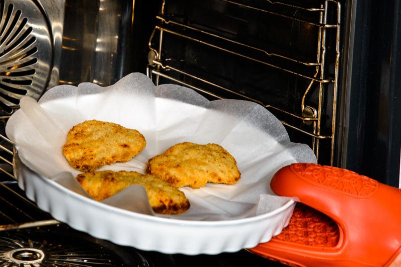 Snitel de pui cu salata calda de vinete cu rozmarin si rodie (5)