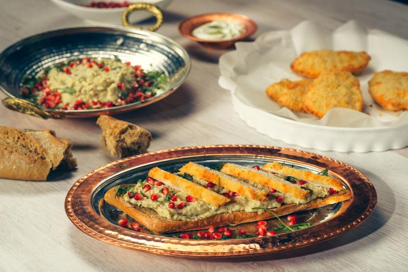 Snitel de pui cu salata calda de vinete cu rozmarin si rodie (8)