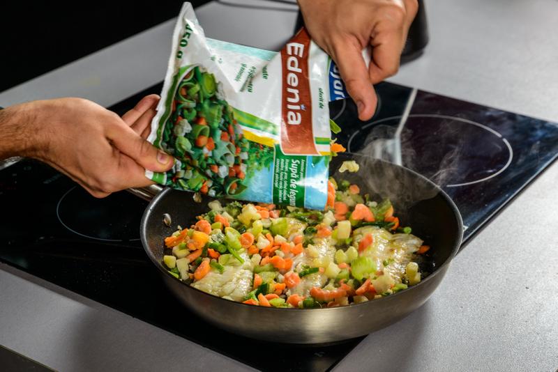 Tocanita mediteraneana cu file de cod, amestec de legume si pita crocanta (4)
